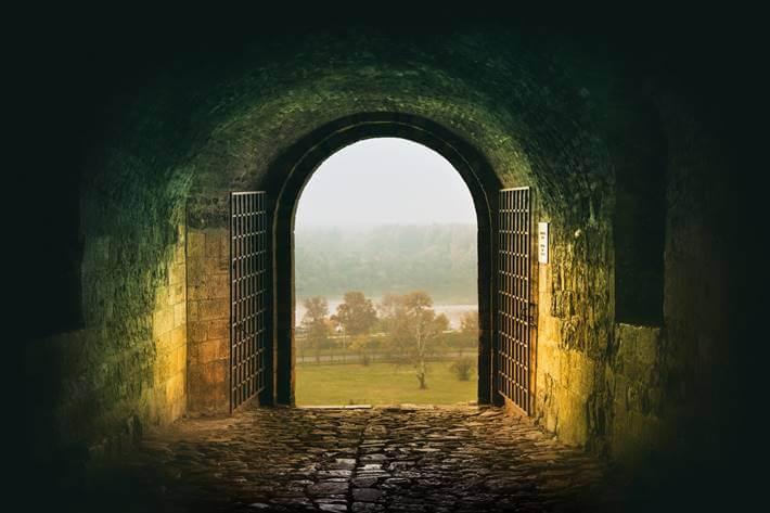 Pogled kroz kapiju na Kalemegdanu