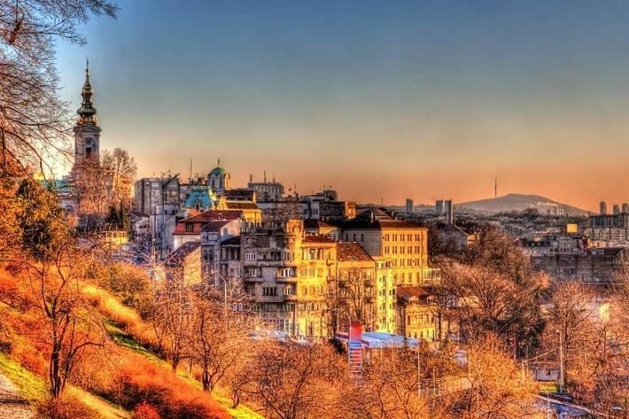 Panorama Beograda i pogled na deo grada sa crkvom