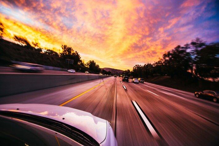 Brza vožnja na putu