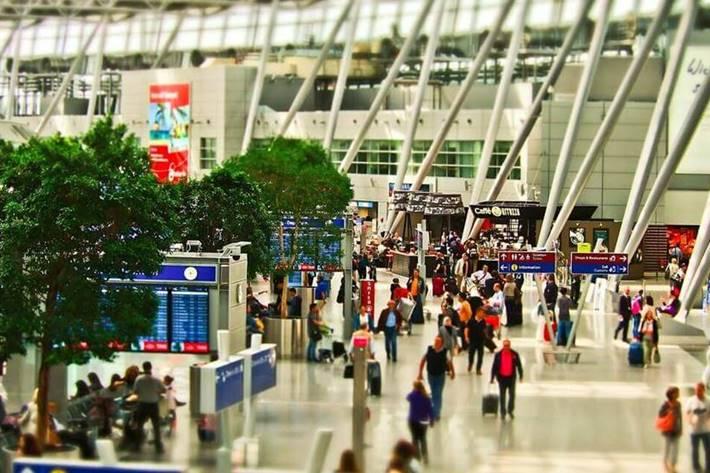 putnici na aerodromu
