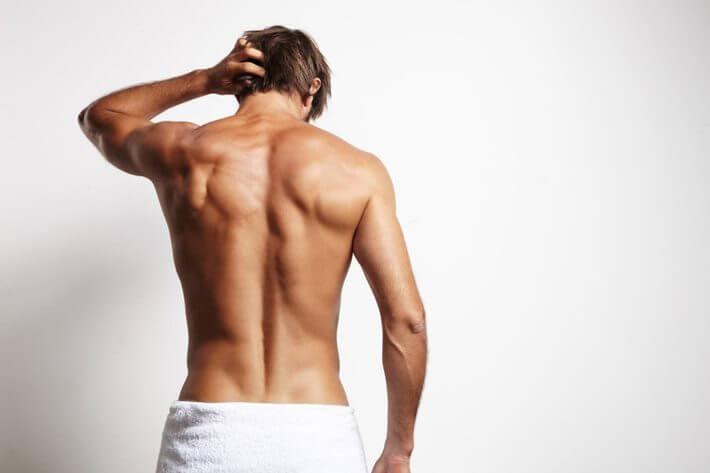 Muškarac okrenut leđima