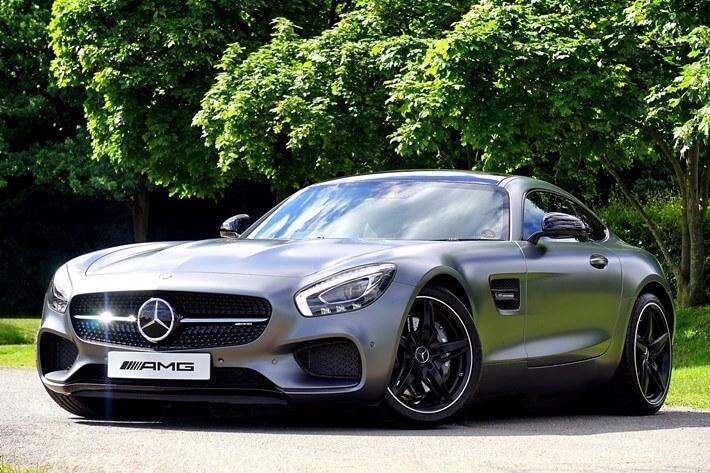 Luksuzan automobil Mercedes