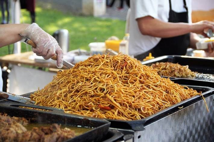 Spagete na kineski način, velika količina spageta