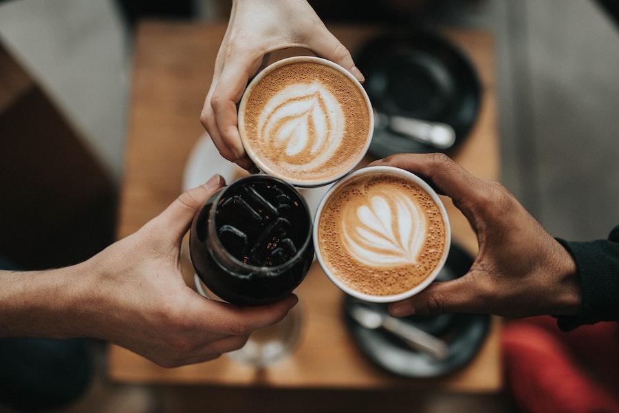 prikaz dve espreso kafe u šoljicama